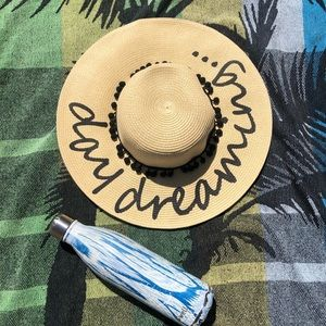 NWOT August Hats Daydreaming beach hat